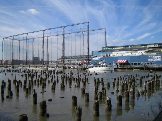 Abb. 13 - Reste des Piers 58, dahinter Pier 59